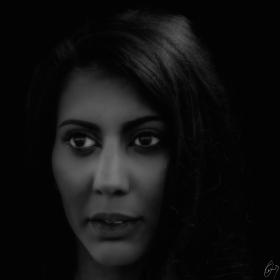 Dame im Dunkeln - Lady in black